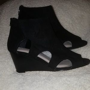 Torrid cut out wedges size 11w